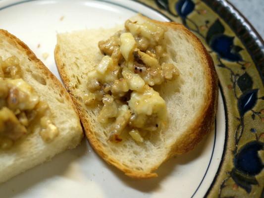 クルミとチーズと蜂蜜のブルスケッタ