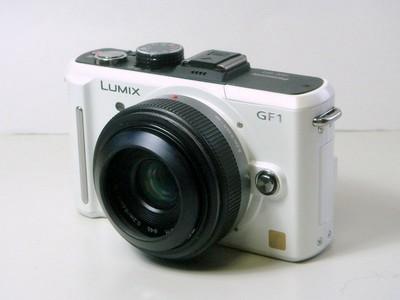 Panasonic 20mm + エツミ メタルインナーフード 46mm (E-6309)